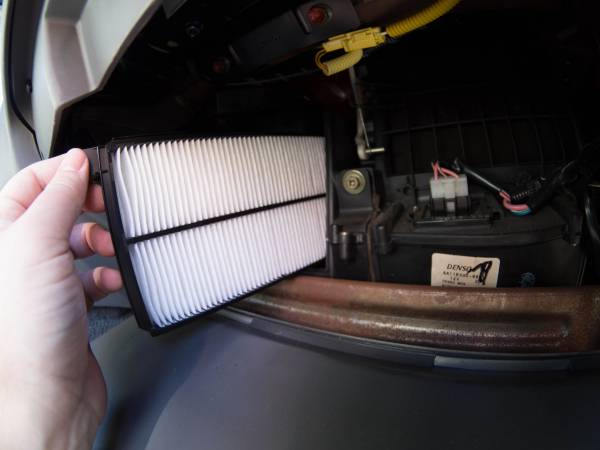 Image 1899 from Replace the Cabin Air Filters on a 1999 Suzuki Vitara