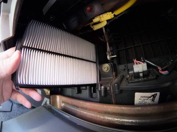 Image 1902 from Replace the Cabin Air Filters on a 1999 Suzuki Vitara