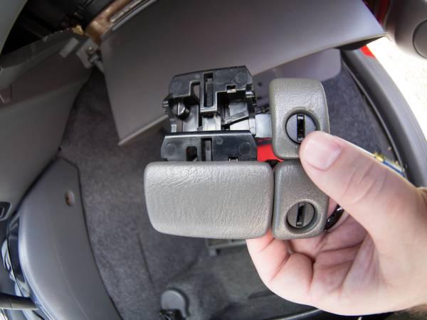 Image 1920 from Replace the Glove Box Latch on a 1999 Suzuki Vitara