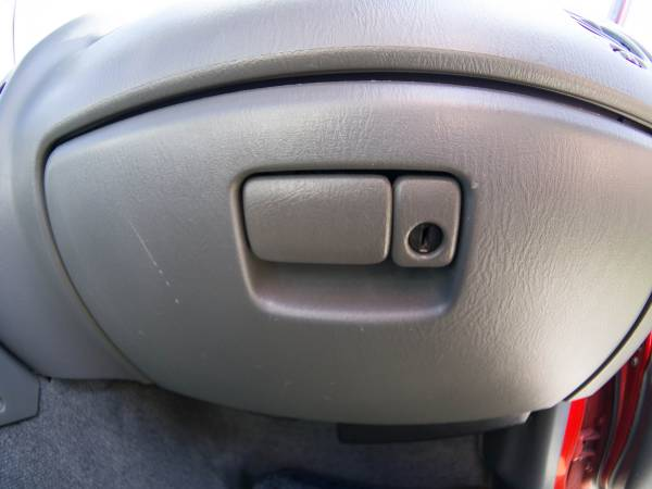 Image 1923 from Replace the Glove Box Latch on a 1999 Suzuki Vitara