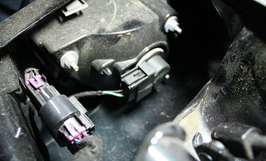 how to replace light bulbs on a 2011 maybach 57
