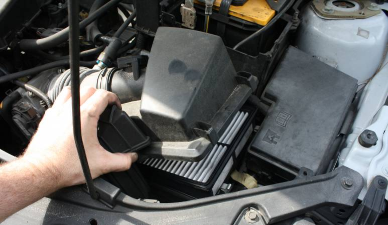 Image 3119 from Replace the Air Filter on a Mazda3 2.3