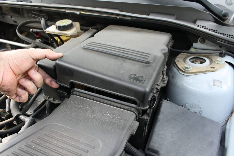 how to change air filter in 2008 mazda 3