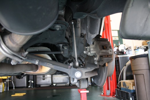 Image 6528 from Replace  Struts on a 2000-2007 Toyota Highlander