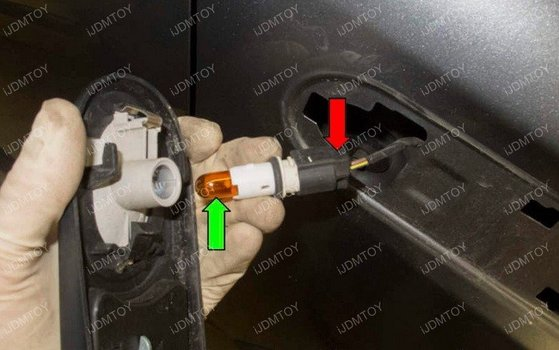 Image 6904 from Install the iJDMTOY LED Side Markers on a 2006-2014 Mini Cooper