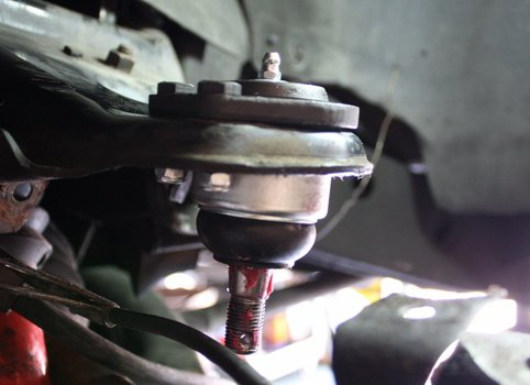Image 7090 from Replace the Ball Joints on a 4 Wheel Drive S-Series Truck