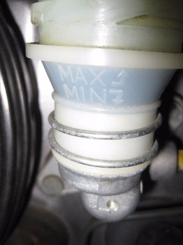 Image 7204 from Replace the Clutch Fluid on a Honda S2000