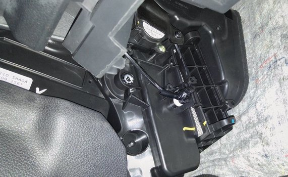 Image 7789 from Change the Cabin Air Filter on a Nissan Rogue
