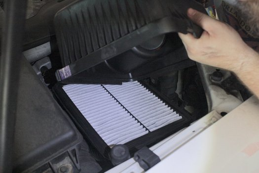 Image 7821 from Replace the Engine Air Filter on a 2003-2006 Kia Sorento