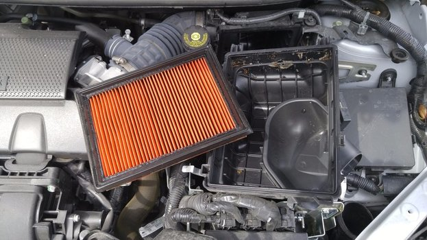 Image 8025 from Change the Engine Air Filter on a 2013-2018 Nissan Sentra