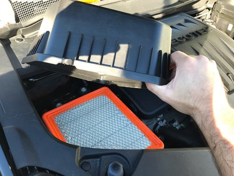 Image 8047 from Replace the Air Filter on a 2016 Chevrolet Equinox