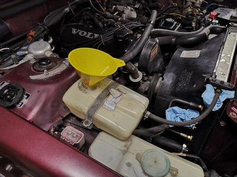 Replace the Radiator on a Volvo 240