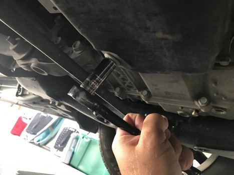 Image 8792 from Change the Oil on a 2018 Chevrolet Equinox