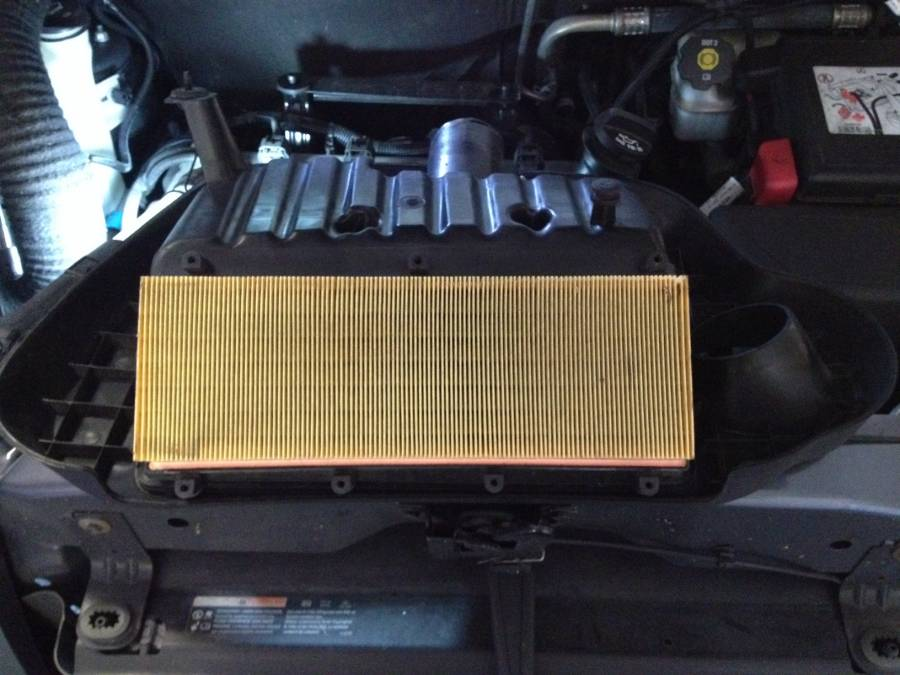 image 1077 from changing the air filter on a chevrolet hhr. Black Bedroom Furniture Sets. Home Design Ideas